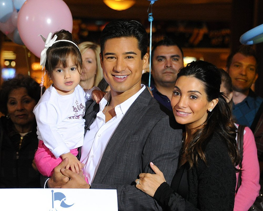 Mario and Courtney Lopez with their daughter Gia. I Image: Getty Images.