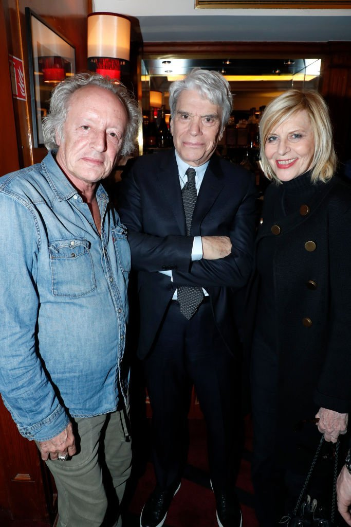 "Didier Barbeivien, Bernard Tapie et Chantal Ladesou assistent à la cérémonie de remise des insignes d'Officier de la Légion d'Honneur à Claude Lelouch au ""Club 13"" le 13 février 2019 à Paris, France. 