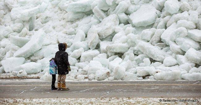 """Aterrador video muestra al """"tsunami de hielo"""" que sorprendió a la costa de Estados Unidos"""