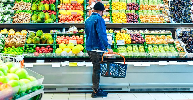 Picture of a man standing at a grocery store | Photo: Shutterstock