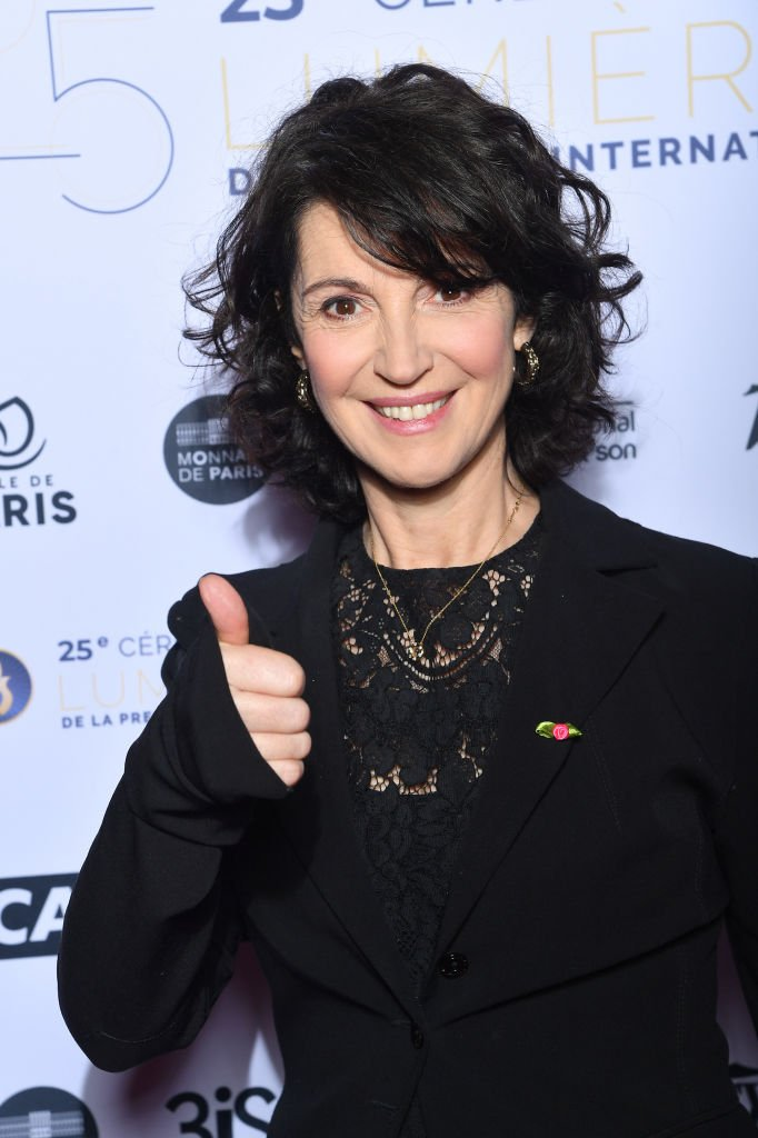 "Zabou Breitman assiste à la 25e cérémonie des ""Lumières de la presse internationale"" le 27 janvier 2020 à Paris, France. 
