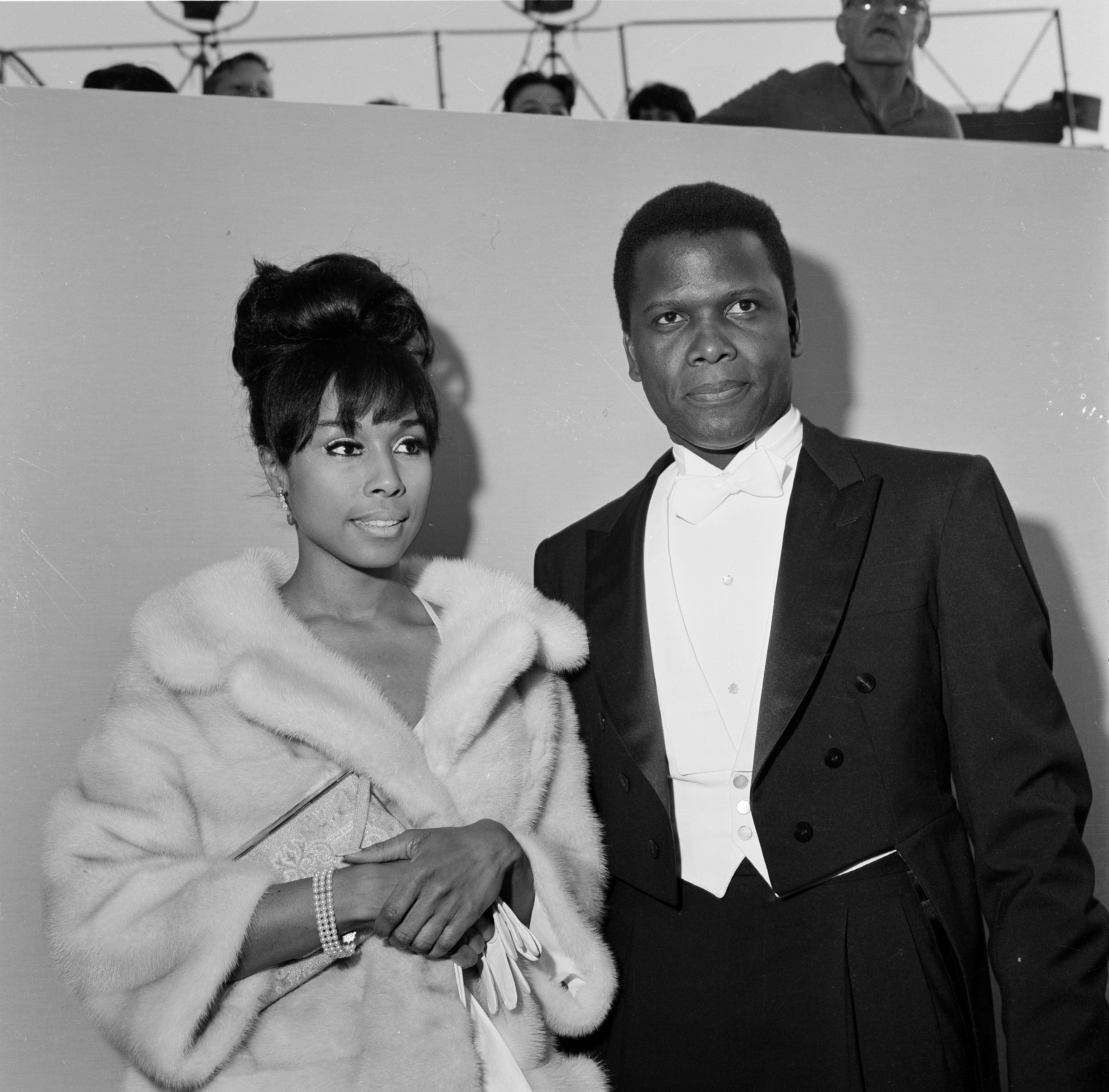 Sidney Poitier and Diahann Carroll at the 36th Academy Awards on April 13, 1964 in Santa Monica, California | Photo: Getty Images