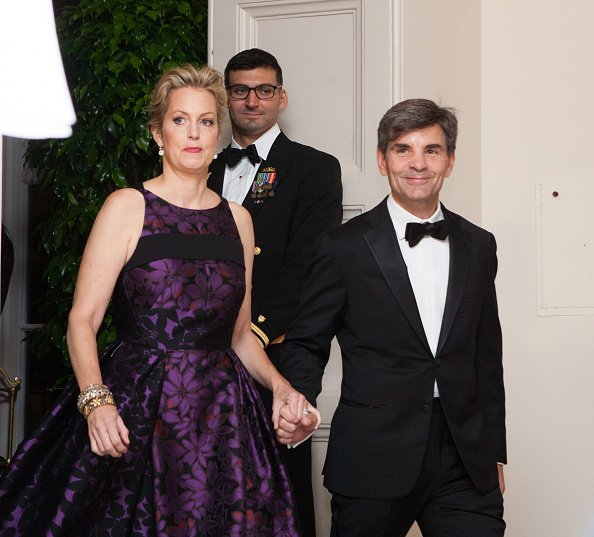 Alexandra Wentworth, and her husband, Mr. George Stephanopoulos, ABC Chief Anchor and Chief Political Correspondent, arrive at the White House in Washington, DC, USA on 18 October 2016 | Photo: Getty Images