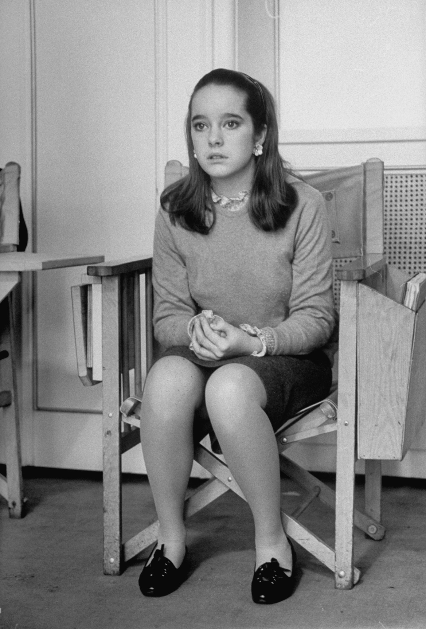 Victoria Chaplin, age 14, watching shooting of the movie A Countess From Hong Kong, February 01, 1966  | Photo: GettyImages