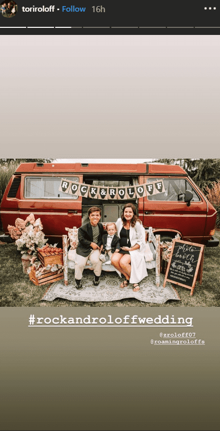 Zack Roloff, Tori Roloff and their son pose in front of a van at Jacob Roloff and Isabel Rock | Photo: instagram.com/toriroloff