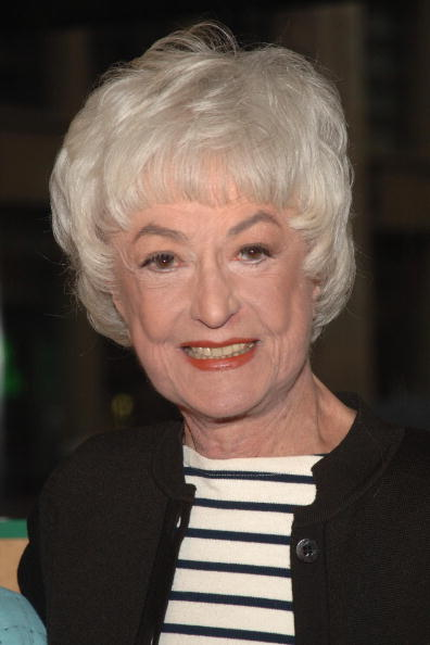 Bea Arthur signs at Barnes & Noble on November 22, 2005 in New York City. | Photo: Getty Images