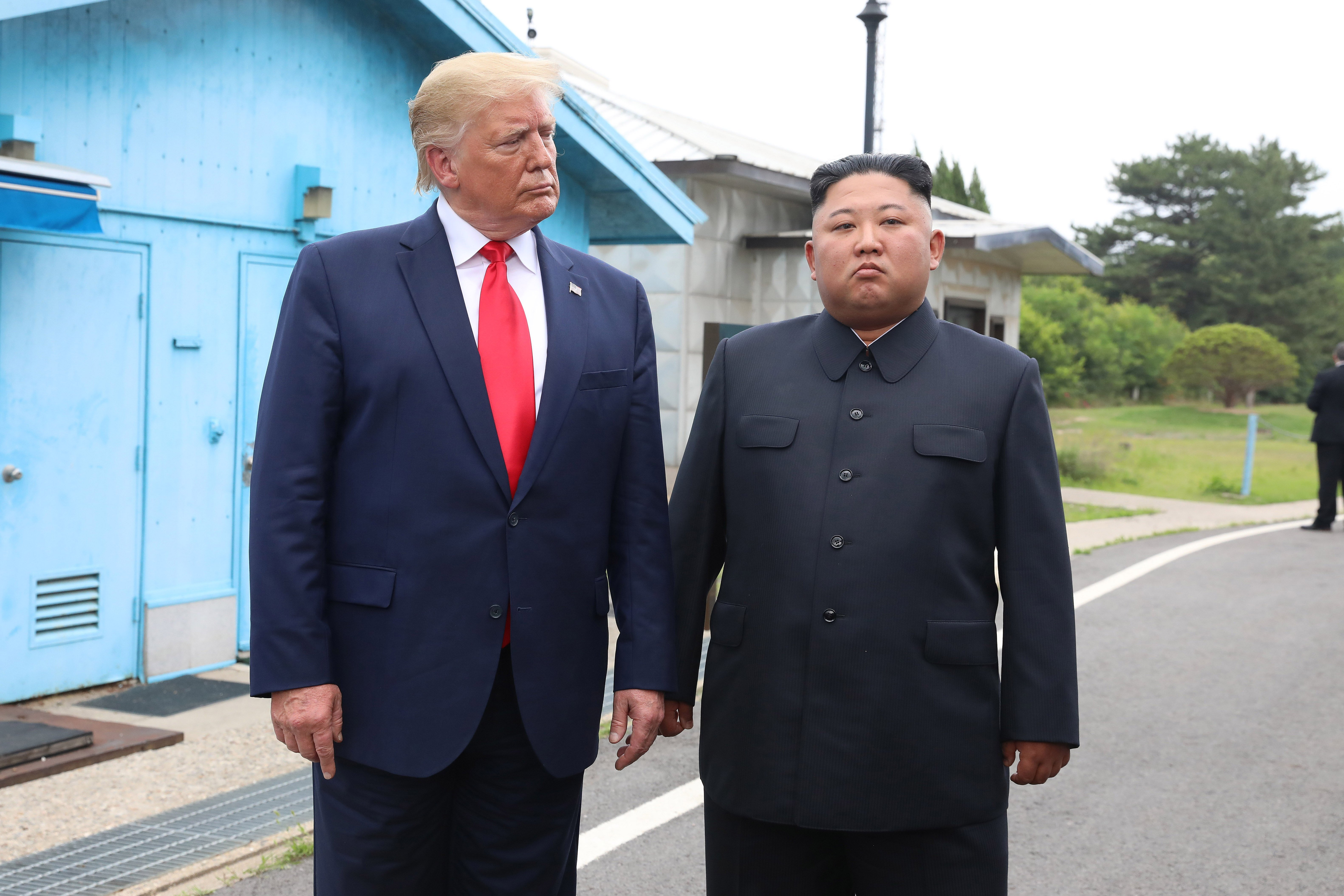 Donald Trump and Kim Jong-un posing for the cameras at the Korean demilitarized zone | Photo: Getty Images