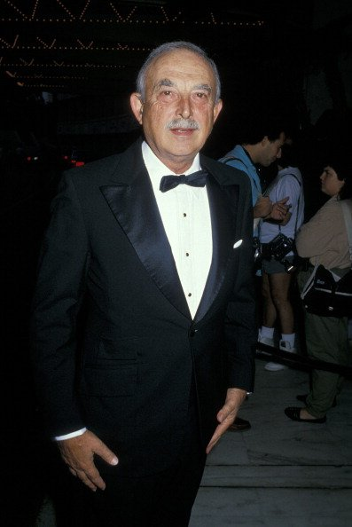 Bill Macy at Century Plaza Hotel in Los Angeles, California, United States, in 1988. | Photo: Getty Images