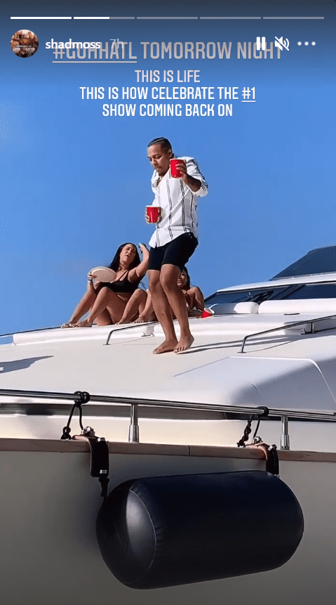 Another screenshot of rapper Bow Wow busting his groove on top of a yacht with music in the background. | Photo: instagram.com/shadmoss