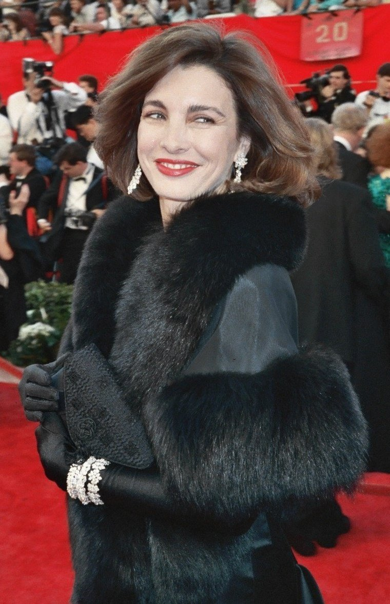 Anne Archer on the red carpet at the 61st Annual Academy Awards | Photo: Wikimedia Commons Images