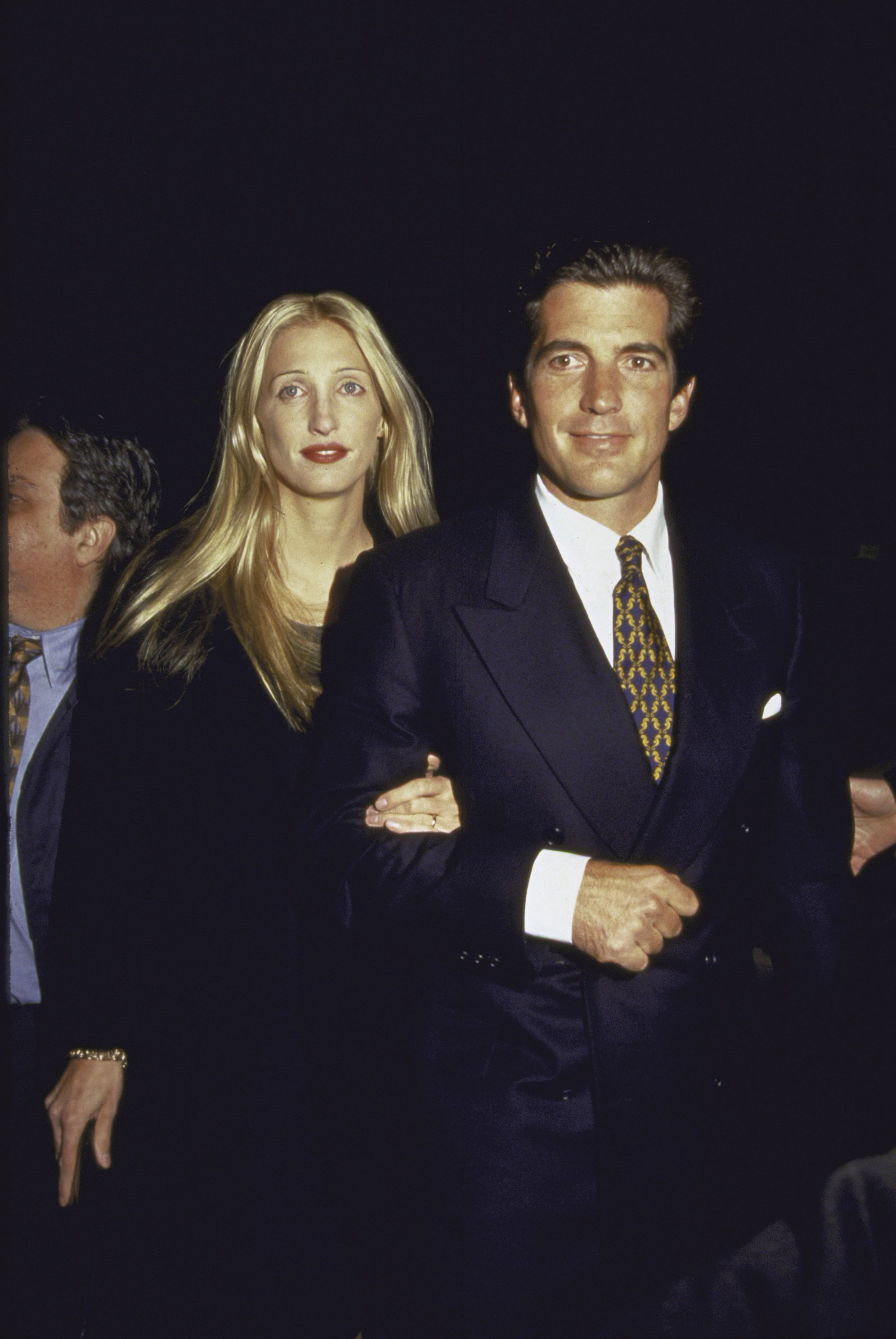John F. Kennedy Jr. and wife Carolyn Bessette at George Magazine's 2nd Anniversary Party | Photo: Getty Images
