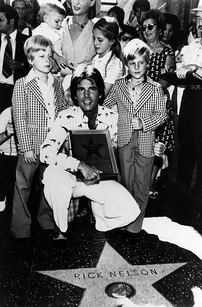 Matthew Nelson, Sam Nelson, Kristin Nelson, Tracy Nelson, Gunnar Nelson, Ricky Nelson on the Hollywood Walk of Fame on September 17, 1975 | Photo: GettyImages