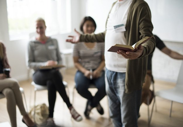 Groupe d'étude biblique. Photo : Freepik