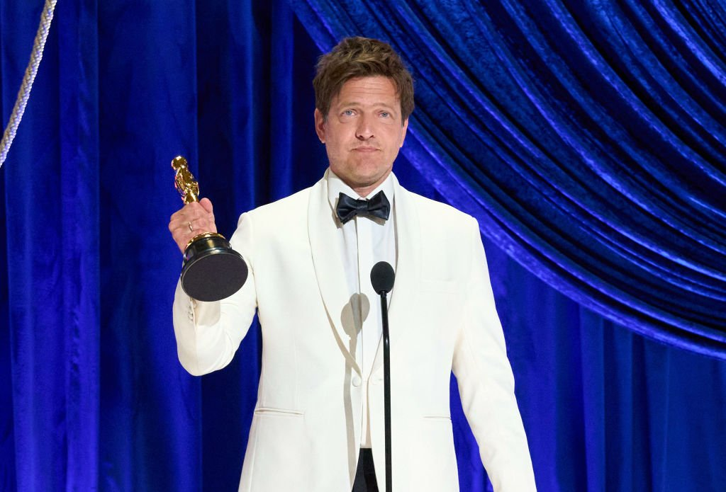 Thomas Vinterberg, lauréat du prix du long métrage international pour 'Another Round', le 25 avril 2021 à Los Angeles. | Photo : Getty Images