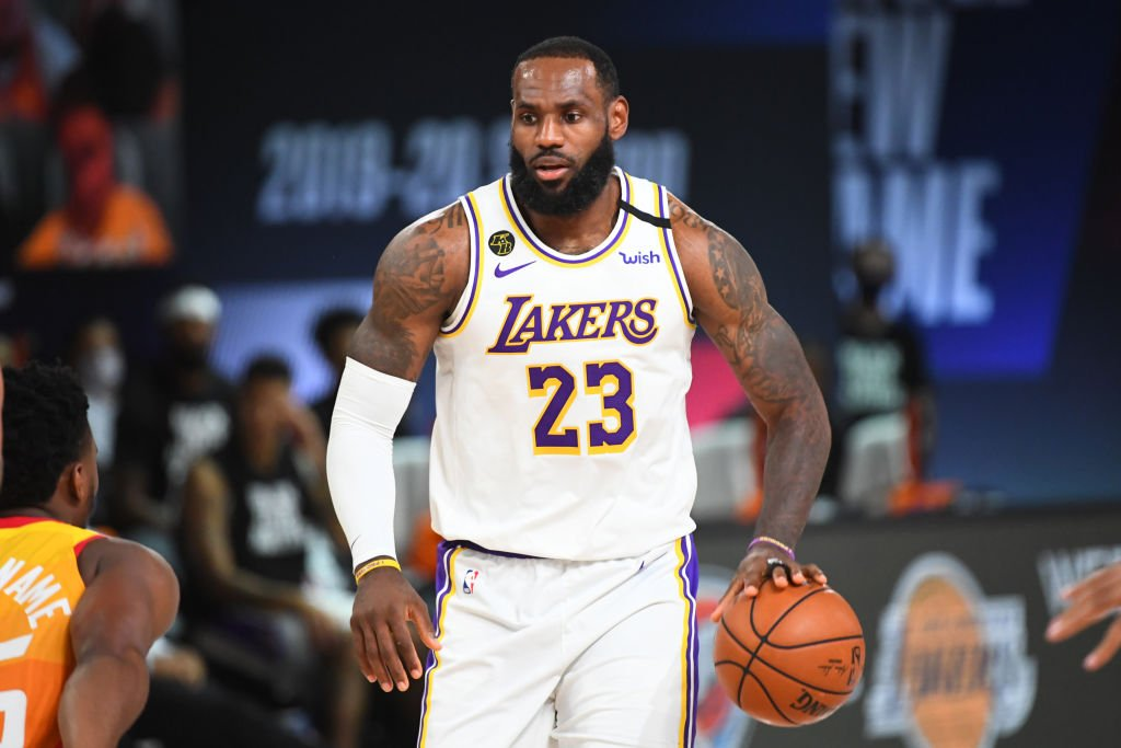 Lebron James, #23 of the Los Angeles Lakers handles the ball against the Utah Jazz on August 3, 2020| Photo: Getty Images