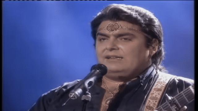 José Manuel Ortega cantando │Imagen tomada de: YouTube / Memoranda