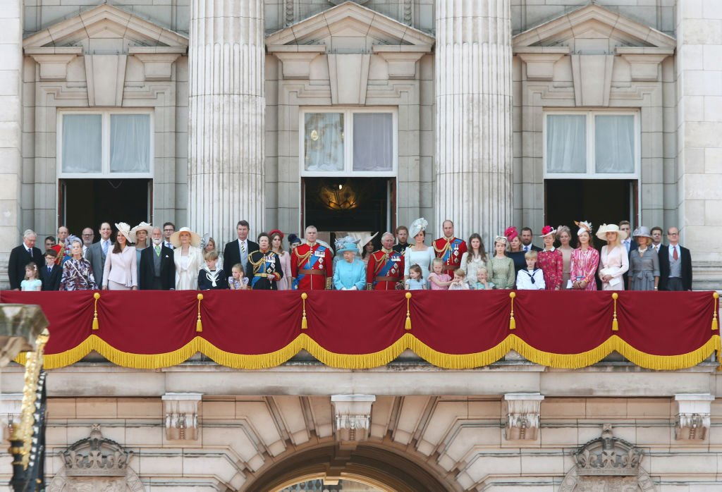 Queen Elizabeth II and members of the Royal Family at Buckingham Palace during the Trooping the Colour ceremony in June 2018. | Photo: Getty Images