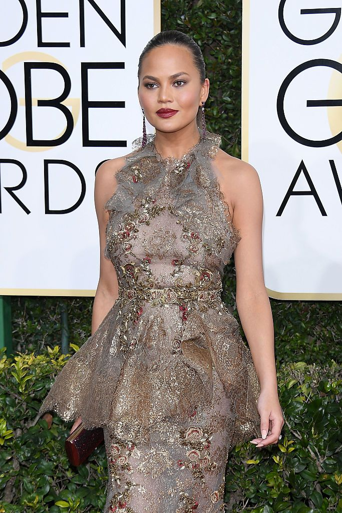 Chrissy Teigen at the Golden Globe Awards on January 8, 2017 in Beverly Hills. | Photo: Getty Images