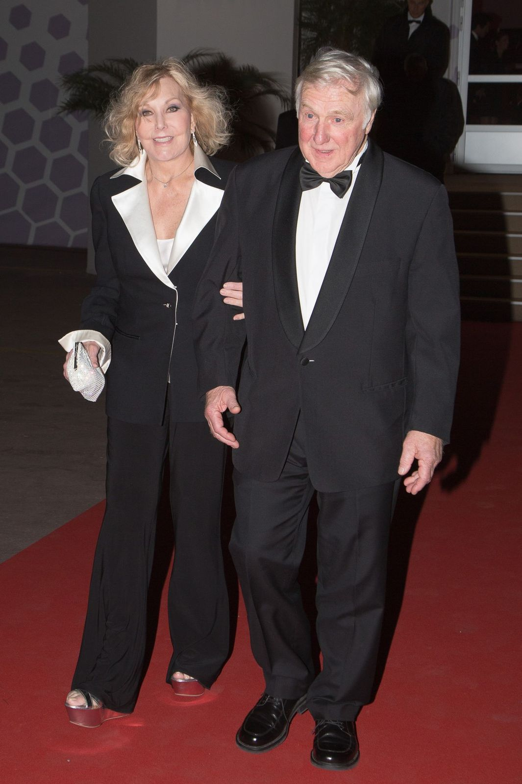 """Kim Novak and Robert Malloy leaving the """"Agora""""dinner during the 66th Annual Cannes Film Festival on May 25, 2013, in Cannes, France   Photo:Marc Piasecki/FilmMagic/Getty Images"""