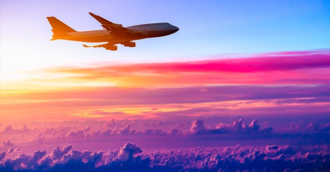 A photo of a plane in the air. | Photo: Shutterstock