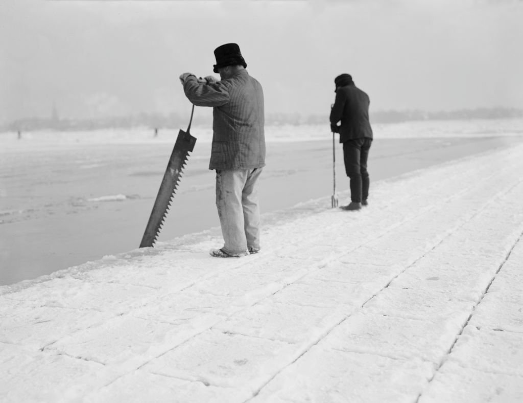 Men Harvesting Ice in the early 20th century   Source: Getty Images