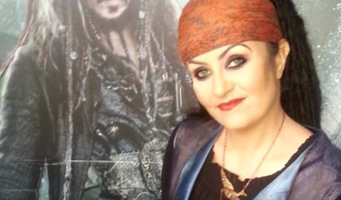 Amanda married a 300-year-old pirate named Jack l Source: Youtube/Inside Edition
