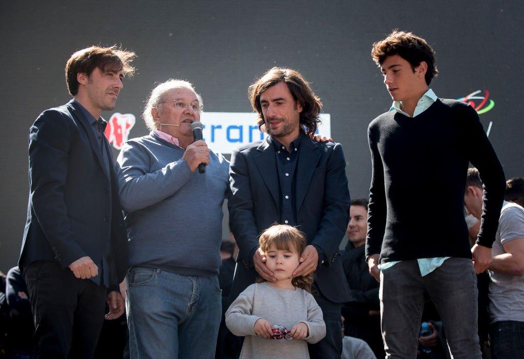 Los hijos de Ángel Nieto: Gelete , Pablo y Hugo en su funeral.| Fuente: Getty Images