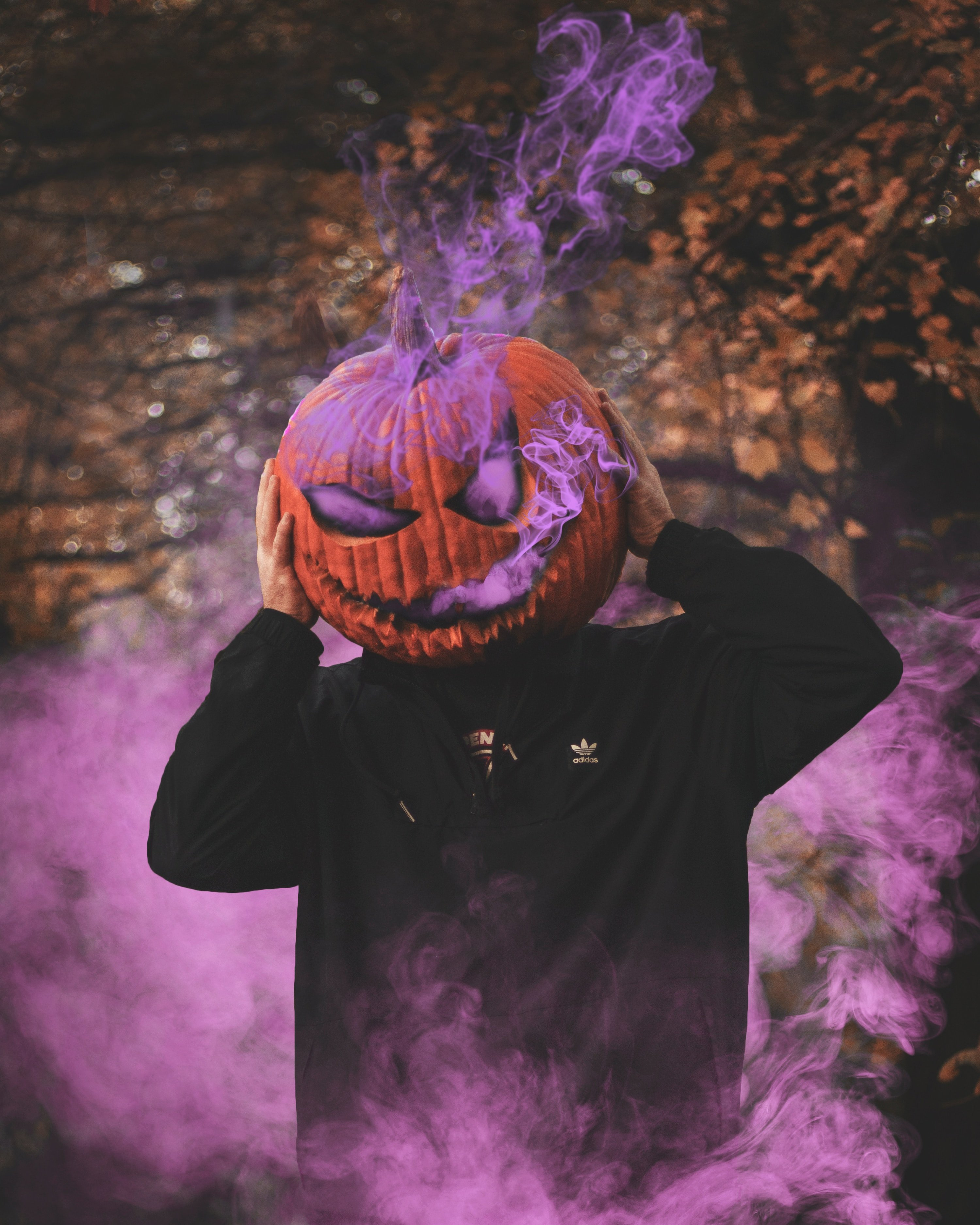 A scary Jack-O-Lantern inspired costume | Photo by Daniel Lincoln on Unsplash