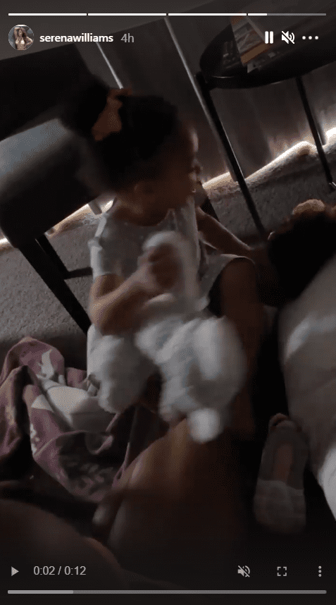 Serena Williams' daughter, Olympia, playing with her mother in their handmade home | Photo: Instagram/serenawilliams