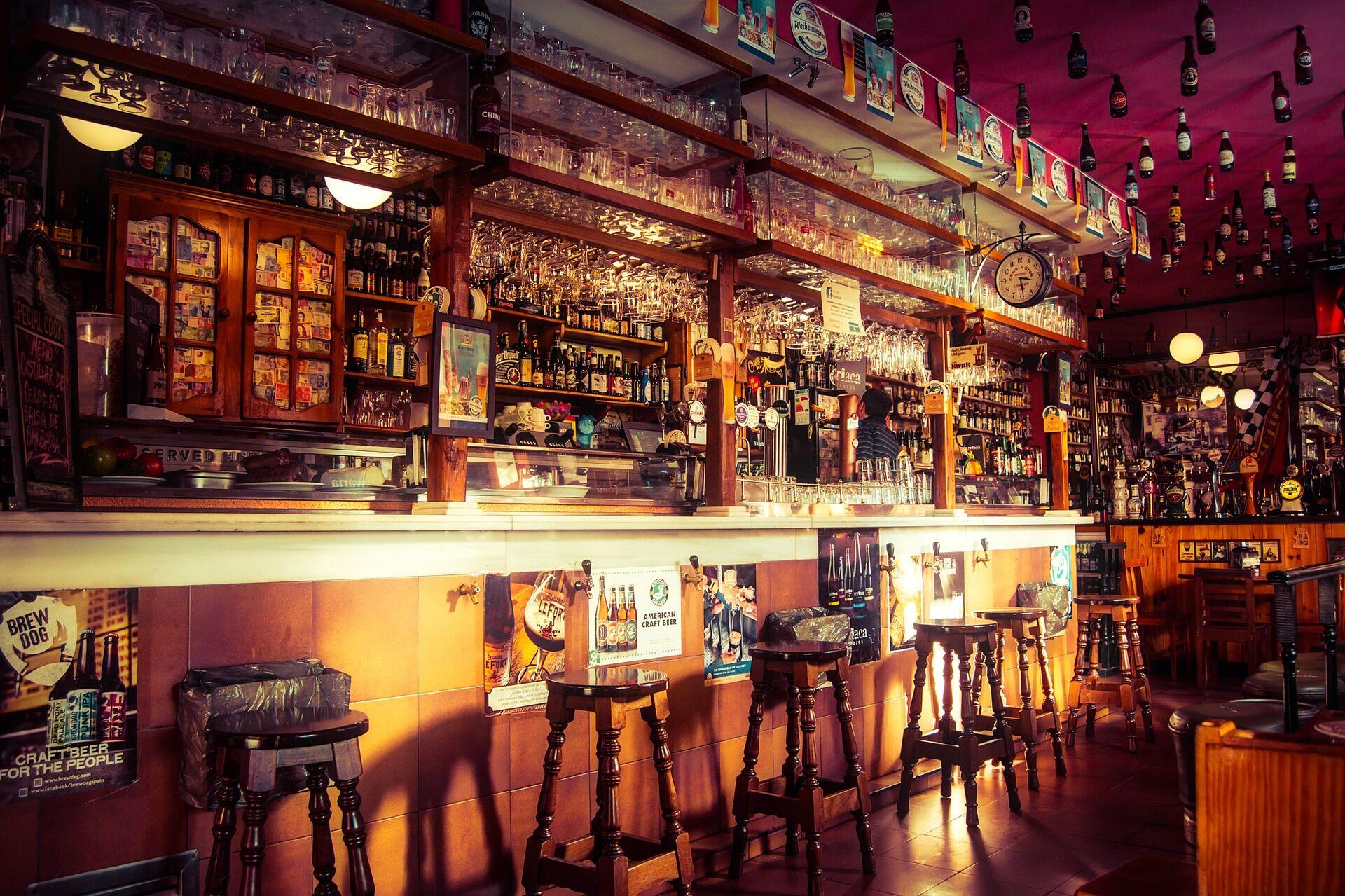 Bar / Source :Shutterstock
