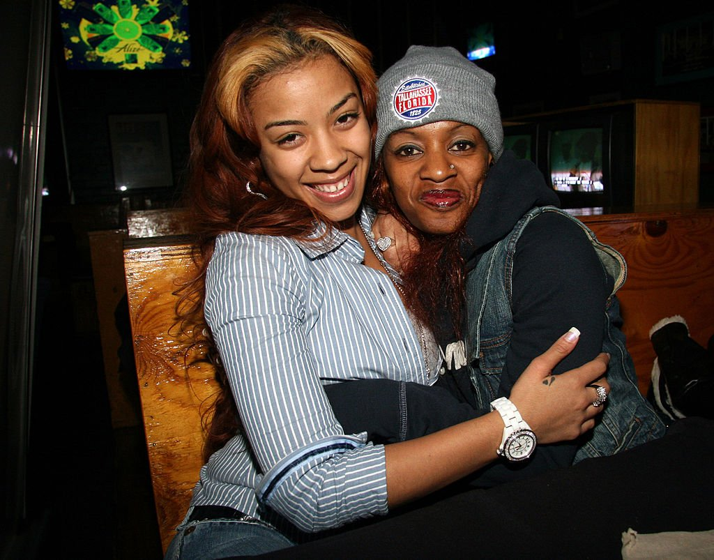 Keyshia Cole hugs her mother Frankie Lons at Joes Pub in Chicago, Illinos, United States, in 2006.   Photo: Getty Images