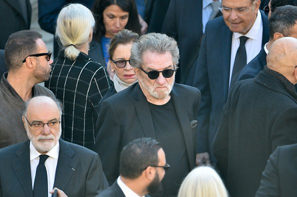 Eddy Mitchell assiste à l'hommage national de Charles Aznavour. |Photo : Getty Images.