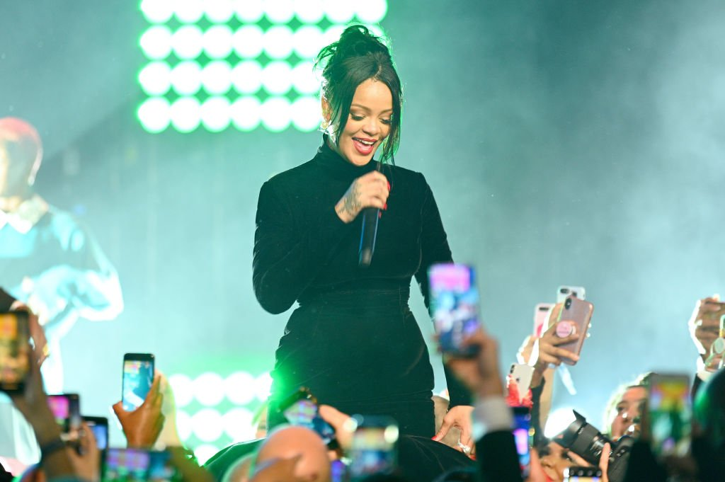 Rihanna performs onstage during Rihanna's 5th Annual Diamond Ball Benefitting The Clara Lionel Foundation at Cipriani Wall Street | Photo: Getty Images