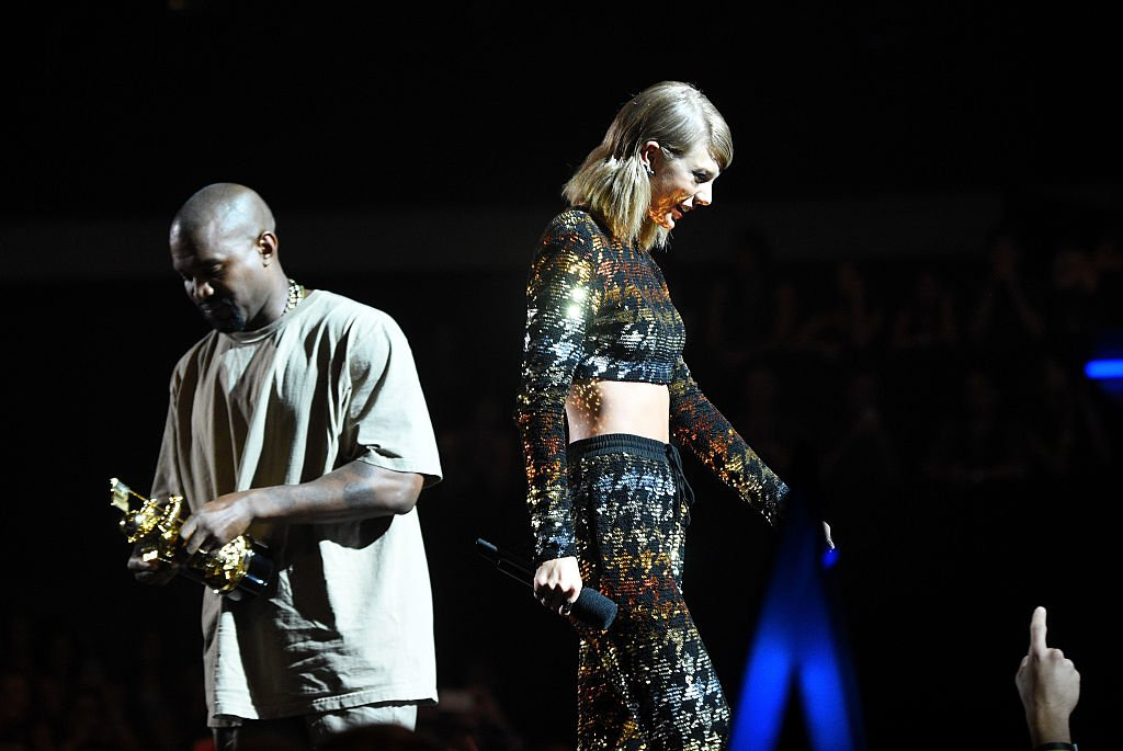 Recording artist Kanye West accepts the Vanguard Award from recording artist Taylor Swift onstage during the 2015 MTV Video Music Awards at Microsoft Theater on August 30, 2015 | Photo: Getty Images