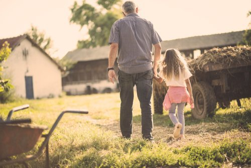 Grandfather and granddaughter on a walk. | Source: Shutterstock.