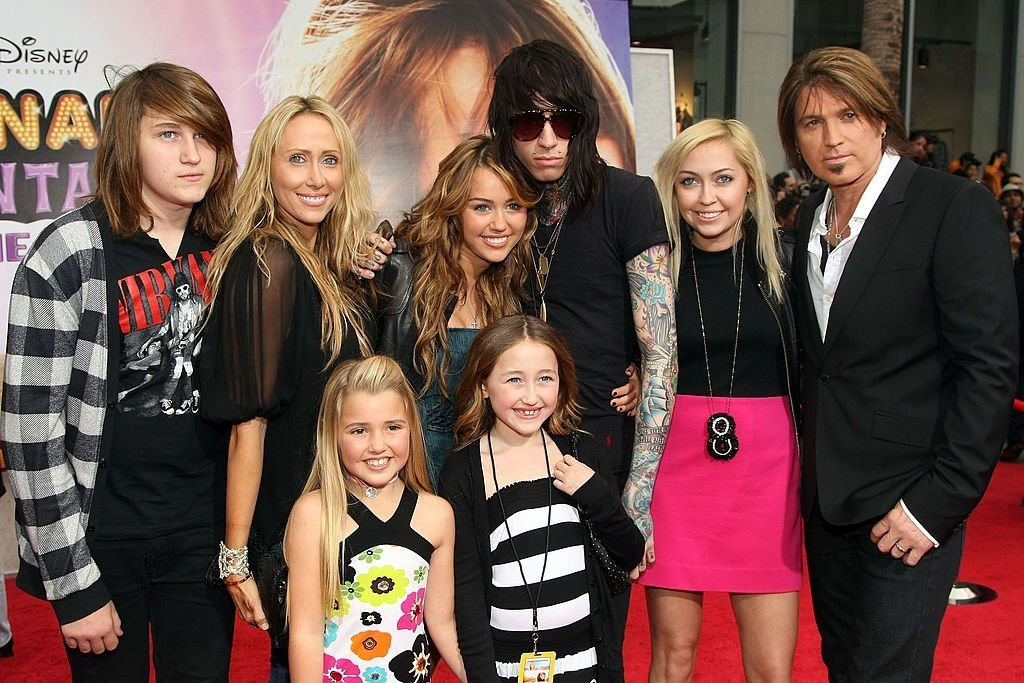 "Miley Cyrus and father Billy Ray Cyrus attend the ""Hannah Montana The Movie"" Premiere at the El Capitan Theatre, 2 April, 2009  