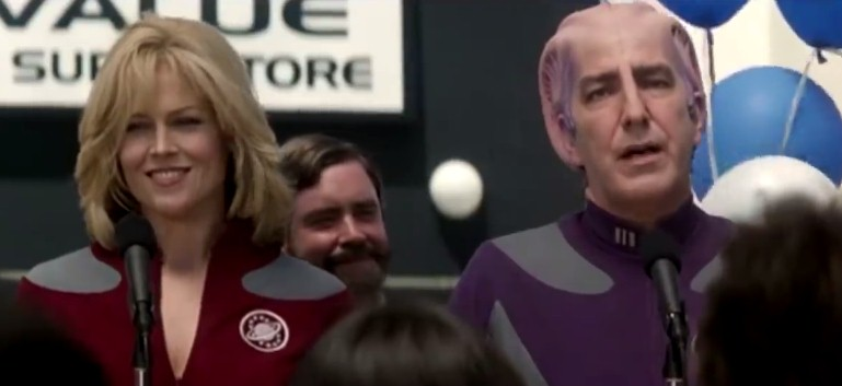 Image credits: DreamWorks Pictures/Galaxy Quest (Youtube/Looper)