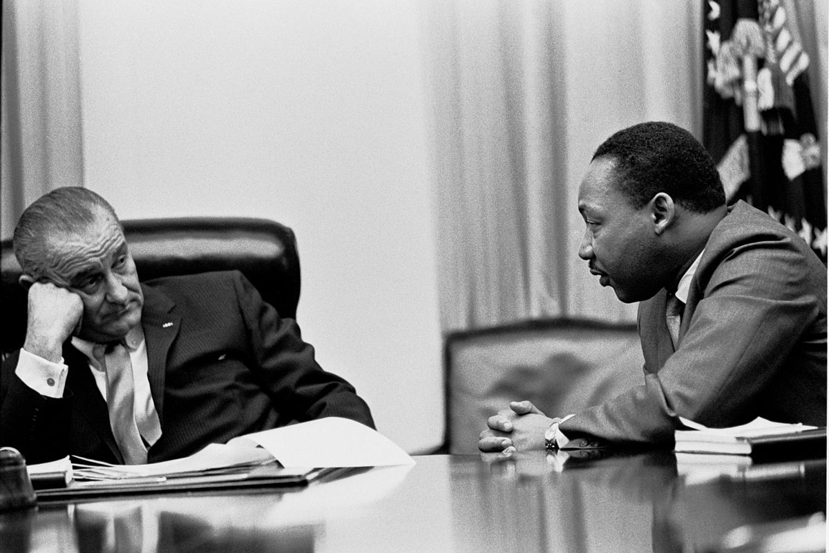President Lyndon B. Johnson meeting with King in the White House Cabinet Room, 1966. | Photo: Wikimedia Commons Images