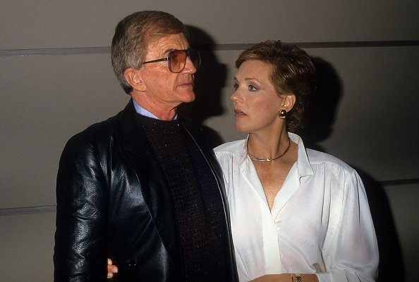 Blake Edwards and wife actress Julie Andrews pose for a portrait in circa 1985 | Photo: Getty Images