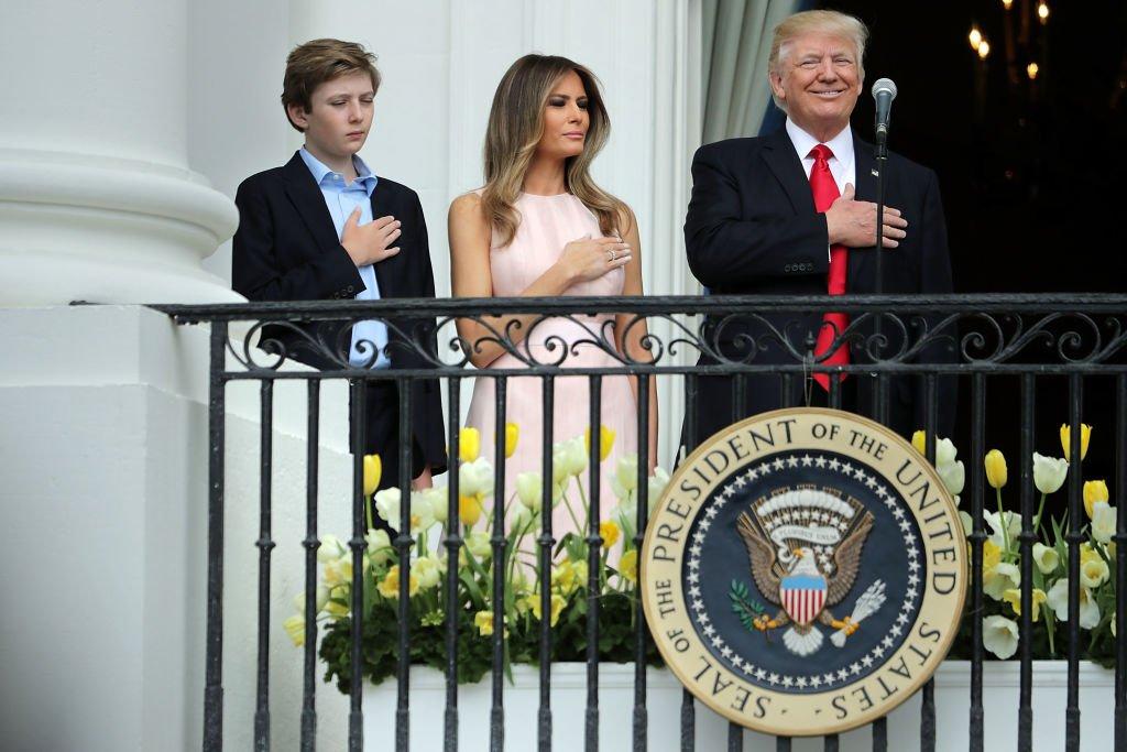 Barron, Donald et Melania Trump à la Maison Blanche en 2017. l Source : Getty Images