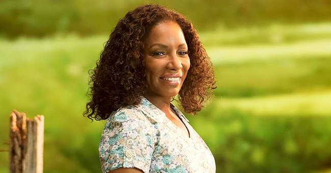 Stephanie Mills Shows off Her Powerful Vocals as She Sings in a Video Dedicated to Her Fans