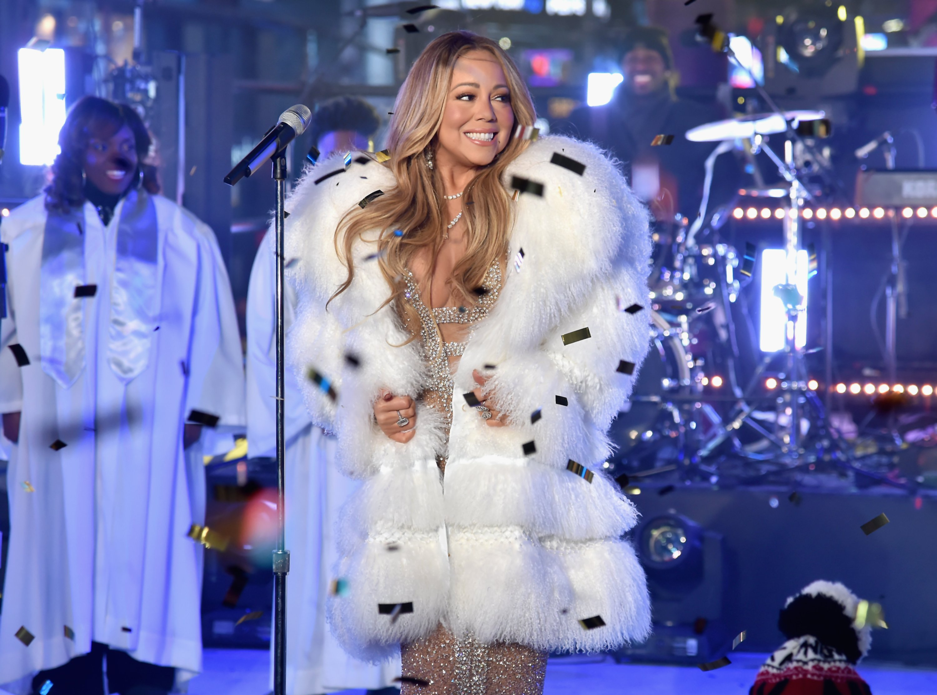 """Mariah Carey performs at Dick Clark's """"New Year's Rockin' Eve"""" on December 31, 2017. 