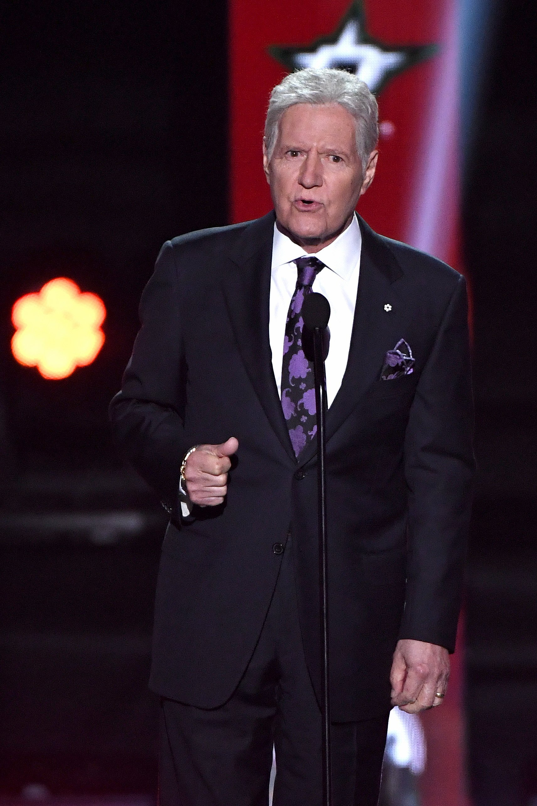 Alex Trebek presents the Hart Memorial Trophy during the 2019 NHL Awards on June 19, 2019, in Las Vegas, Nevada. | Photo: Getty Images.