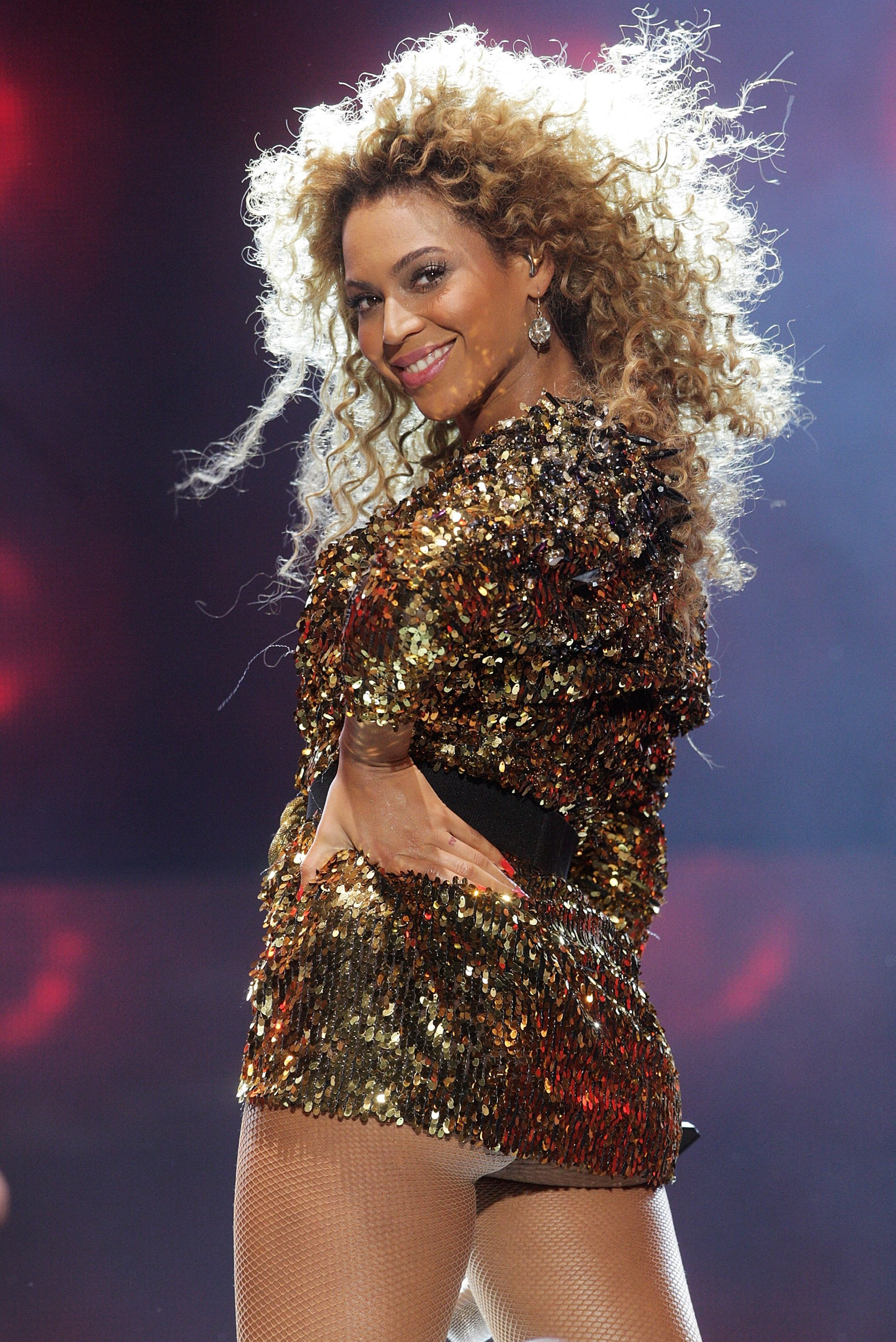Beyonce on stage at the 2011 Glastonbury Festival in England. | Photo: Getty Images