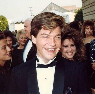 Jason Bateman at the 39th Annual Emmy Awards. | Source: Wikimedia Commons