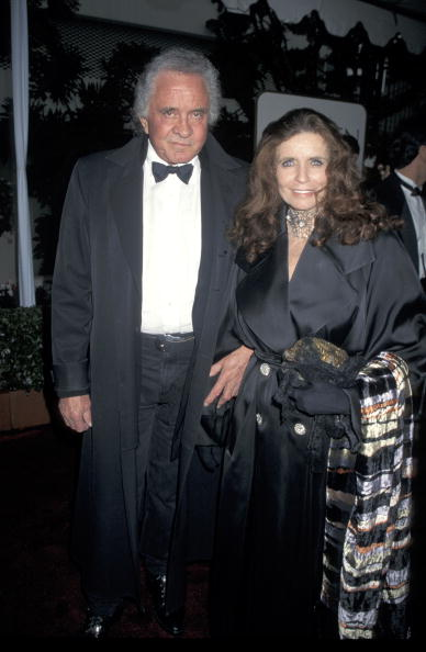 Johnny Cash and June Carter Cash at the 53rd Annual Golden Globe Awards. | Photo: Getty Images