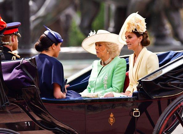 El príncipe Harry, Meghan Markle, Camilla y Kate Middleton dejan el Palacio de Buckingham en un carruaje durante tras la exhibición Trooping The Colour el 8 de junio de 2019 en Londres, Inglaterra.   Imagen: Getty Images