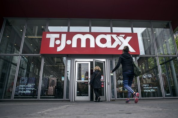 Shoppers enter a TJ Maxx store in New York, U.S., on Friday, May 18, 2018. TJX Cos. released earnings figures on May 22 | Photo: Getty Images