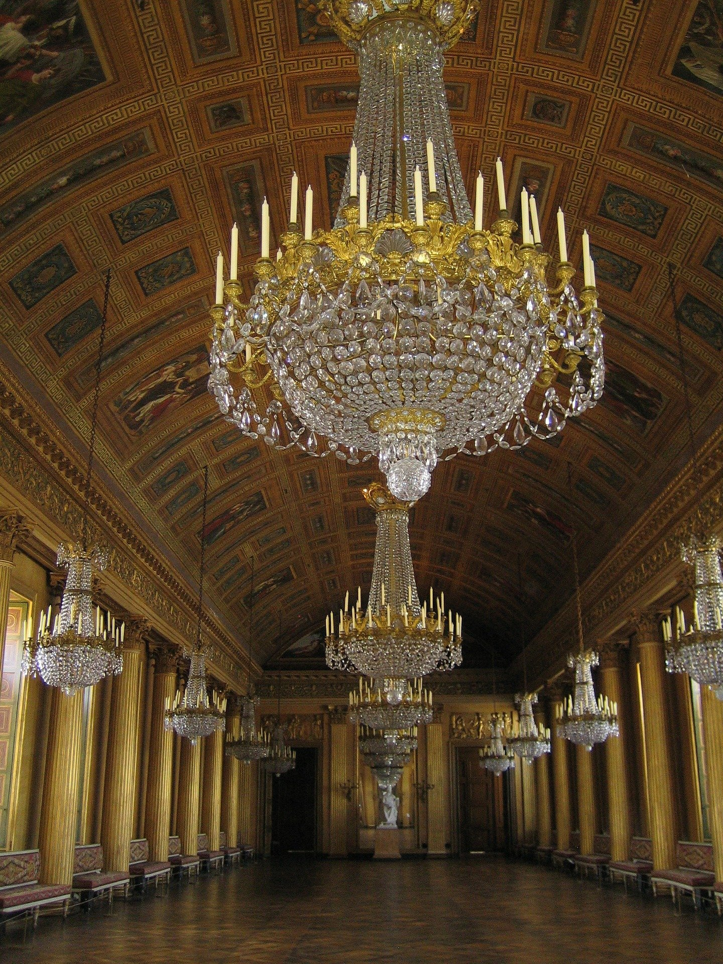The ceiling was adorned with beautiful sparkling chandeliers.   Photo: Pixabay