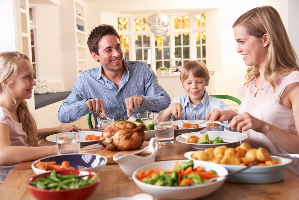Happy family having dinner at home | Photo: Shutterstock